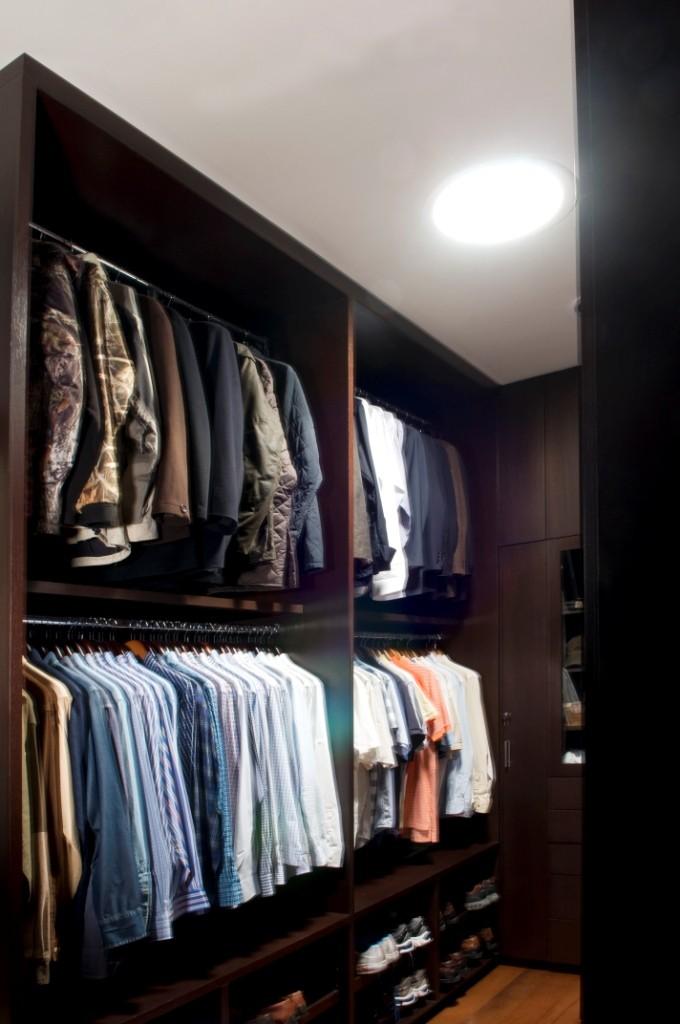 nos solutions pour clairer un dressing sombre solatube. Black Bedroom Furniture Sets. Home Design Ideas