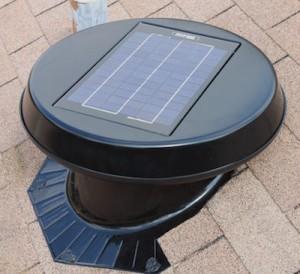 Extracteur d'air à énergie solaire pour combles