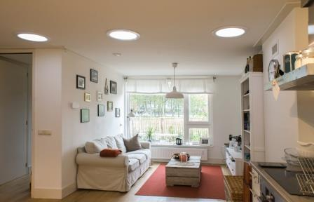 Exemple d'installation d'un puit de lumière dans un salon