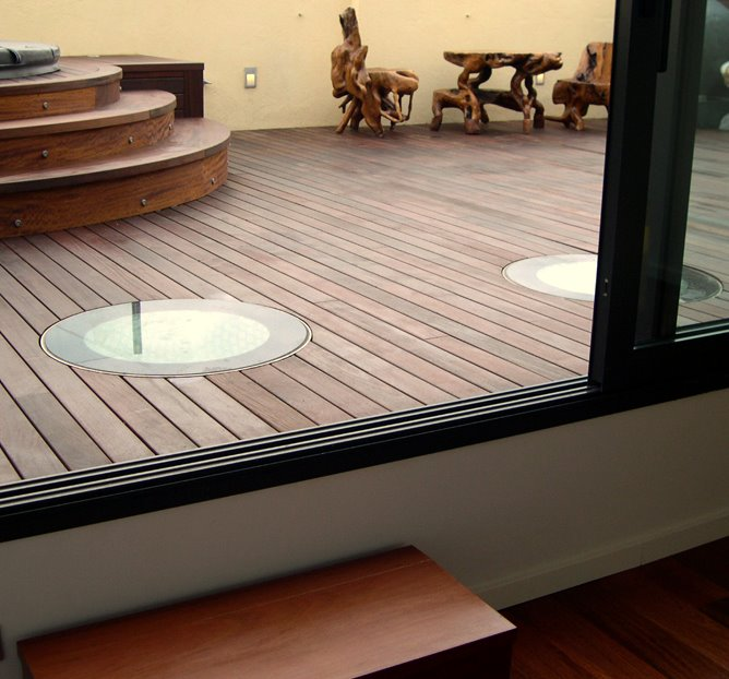 Conduit de lumière naturelle pour terrasse accessible
